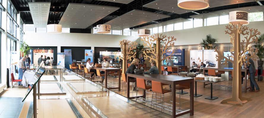 Det flotte hotel er lyst indrettet med mange stilfulde detaljer og tilbyder en række moderne faciliteter.