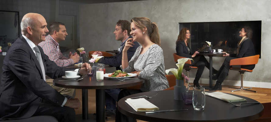Det moderne hotel tilbyder en restaurant, hvor chefkokken Been, serverer både lokale samt internationale retter.