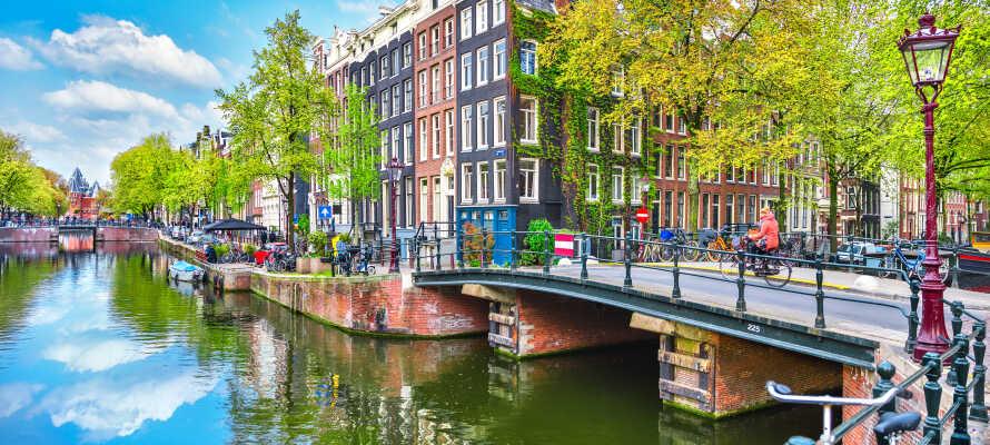 Den smukke hovedstad, og én af verdens absolut smukkeste kulturbyer, Amsterdam, ligger blot 50 km. fra hotellet!