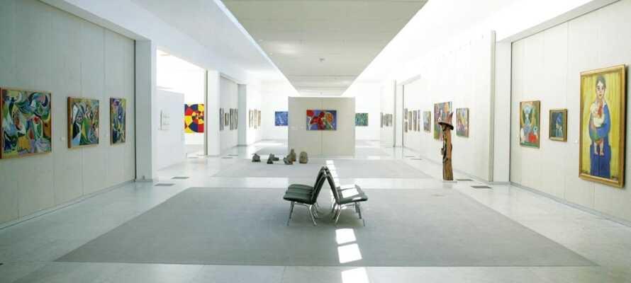 Här finns konst från 1950 och framåt med fler än 400 föremål, både från Danmark och utlandet.