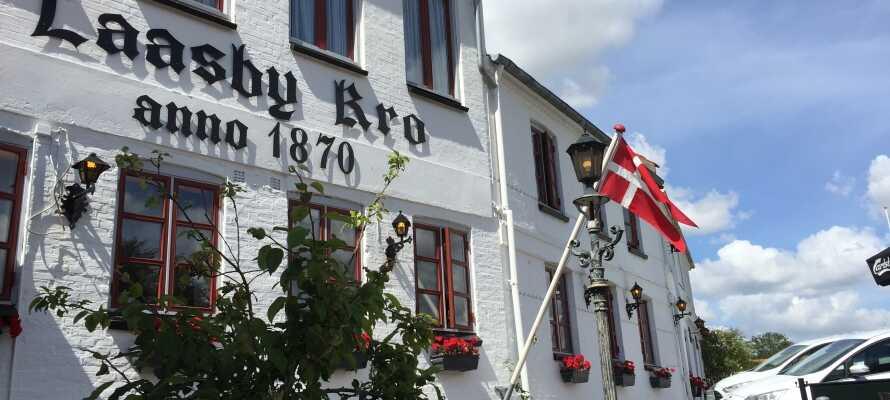 Hos Låsby Kro kan dere oppleve ekte dansk krotradisjon midt i Søhøjlandet.