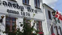 På Låsby Kro kan dere oppleve ekte dansk krotradisjon midt i Søhøjlandet.