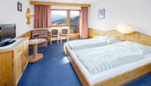 Rummen har balkong varifrån ni kan njuta av den idylliska naturen utanför.