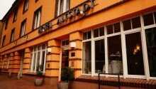 Hotellets ligger midt i Güstrow tæt på markedspladsen og byens slot