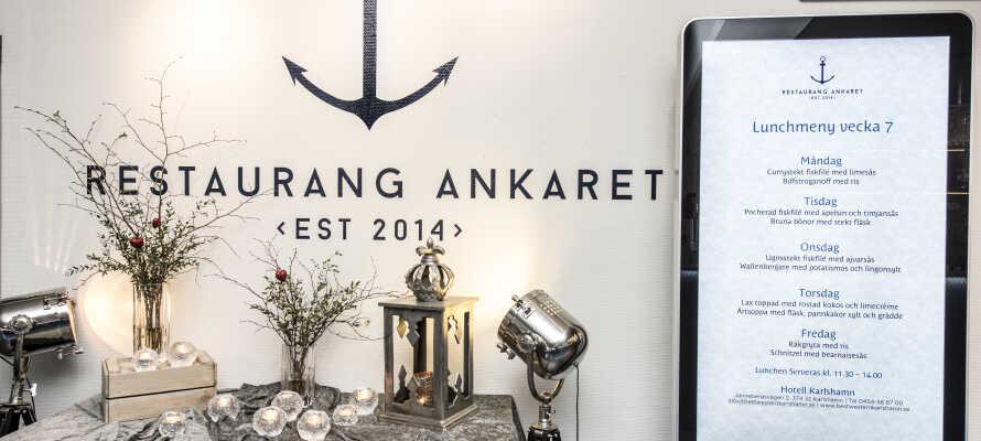 Hotellets restaurant hedder Ankaret og serverer retter med fokus på økologiske og lokale produkter.