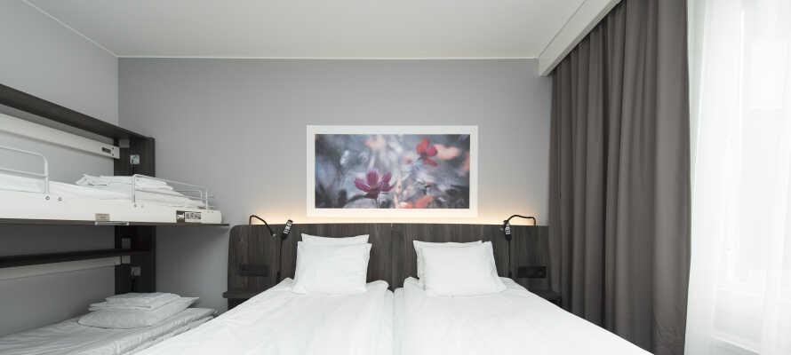 Hotelværelserne er nyrenoverede og moderne. Dobbeltværelserne har plads til to ekstra senge.