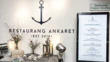 Hotellets restaurant hedder Ankaret og serverer dejlig mad med fokus på økologiske og lokale ingredienser.