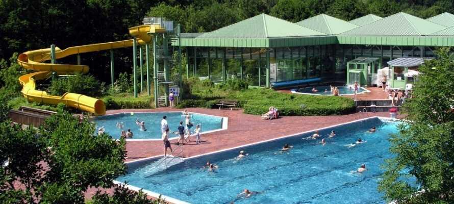 Besök det närliggande Osserbad, där ni kan spendera en rolig dag i vattnet.