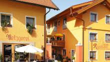 Varmt välkomna till kurorten Lam i Bayerischer Wald och Hotel Rösslwirt.