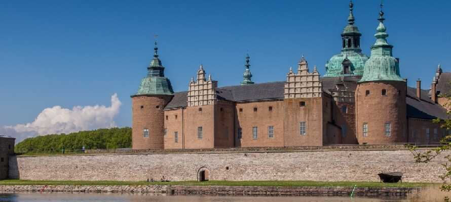 Tag på udflugt til én af Sveriges ældste byer, Kalmar, som bl.a. byder på det imponerende Kalmar Slot.