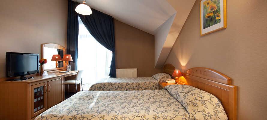 Bo på 3-stjärnigt hotell med enkelt och praktiskt inredda rum, utrustade med eget badrum och bekväma faciliteter.