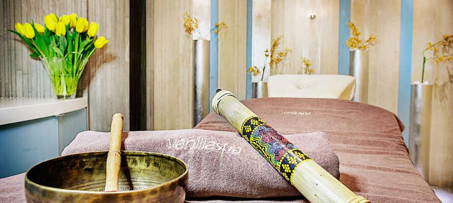 Tillgång till hotellets exklusiva spa med pool, bubbelbad, ångbad och behandlingar.