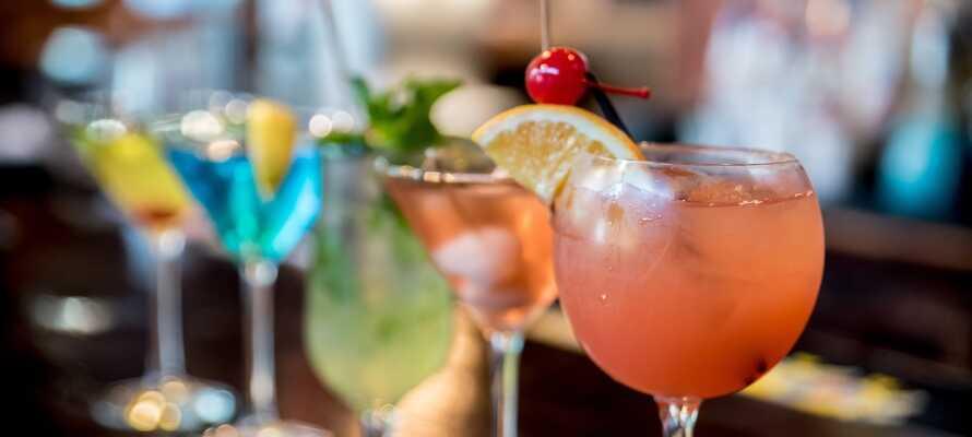 Hotellets hyggelige og indbydende cocktailbar er det helt perfekte sted, at runde en dejlig dag af.