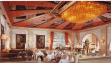 Njut av utsökta regionala rätter i den trevliga restaurangen.