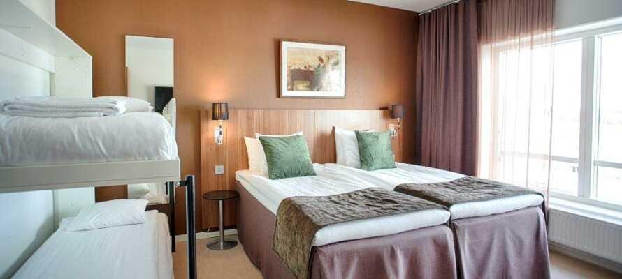 På nogle af hotellets dobbeltværelser kan der tilføjes to opredninger, så der er plads til i alt fire personer.