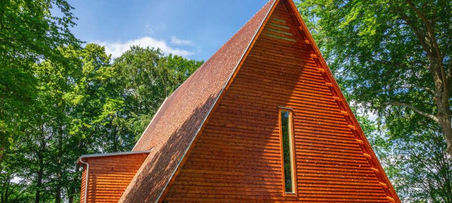 På Kata Gård finder I ruinen af en af Sveriges ældste kirker. Krypten er blandt nogle af landets bedst bevarede.