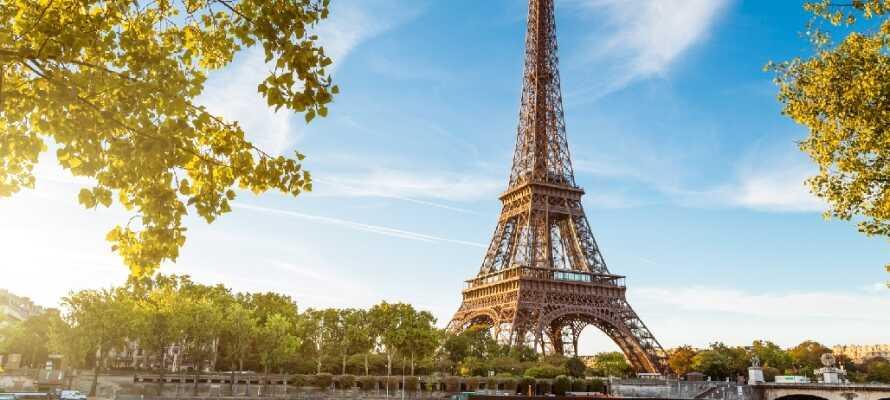 Paris ist die Stadt der Städte mit einer Vielzahl von Sehenswürdigkeiten, aber das berühmteste Highlight der Stadt ist ohne Zweifel der Eiffelturm, den Sie über die vielen Treppen erklimmen können.