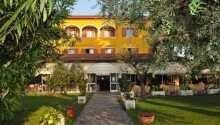 Hotellet har en smuk placering i Gardasøen i Italien