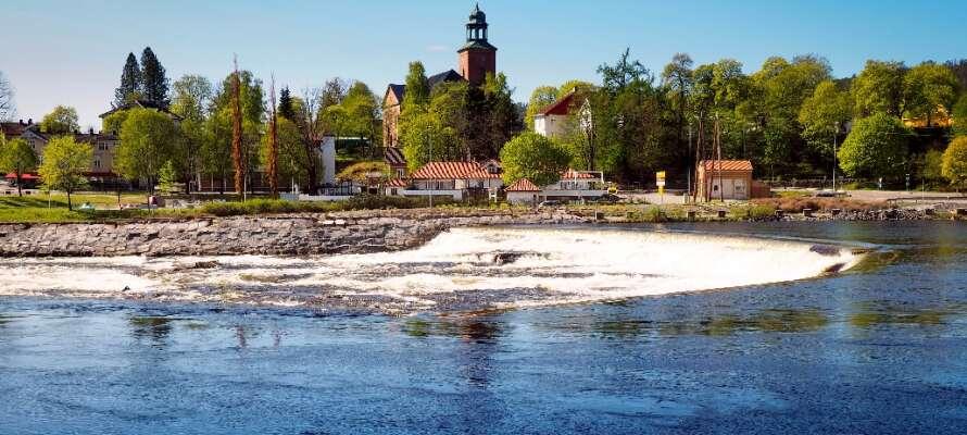 Stadens läge och tillväxt har nära anknytning till silvret som upptäcktes här redan år 1623.