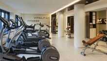 De rummelige standardværelser er luksuriøst indrettet med et moderne og komfortabelt møblement