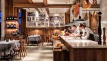 Avnjut en god måltid på den italienska restaurangen Restaurant Portofino.