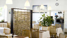 Den hyggelige restaurant serverer retter fra det dansk-franske køkken.