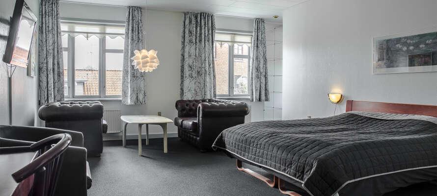 Traditionel kromad, enkelt indrettede værelser og en UHØRT lav pris er hvad I får hos vores bestseller i Dronninglund.