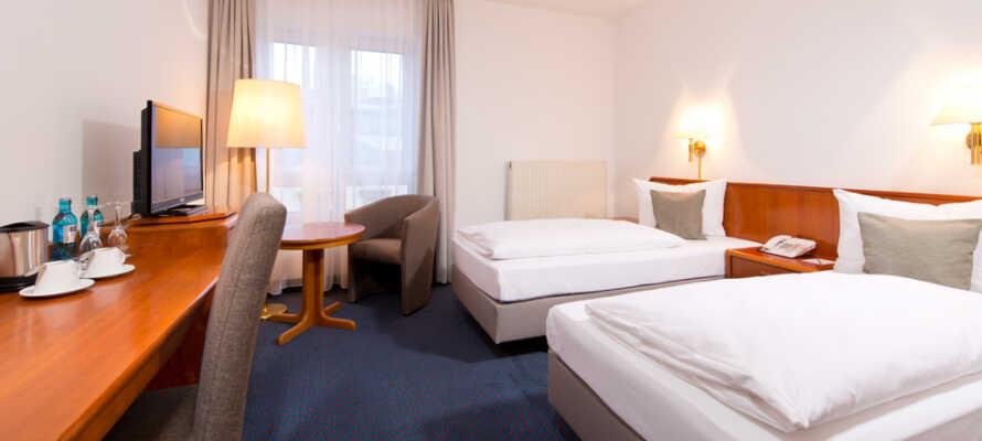 Här bor ni på trevliga och komfortabla rum som alla har bekväma sängar och TV