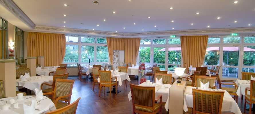 Hotellets hyggelige restaurant, N°31 Pavillon, tilbyder lækker mad med et regionalt touch.