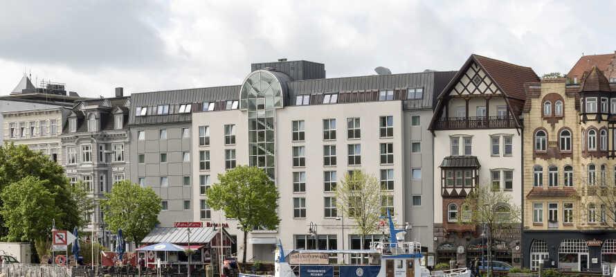 Ramada Flensburg har en fin beliggenhet ved vannet med praktisk tilgang til Flensburgs severdigheter.