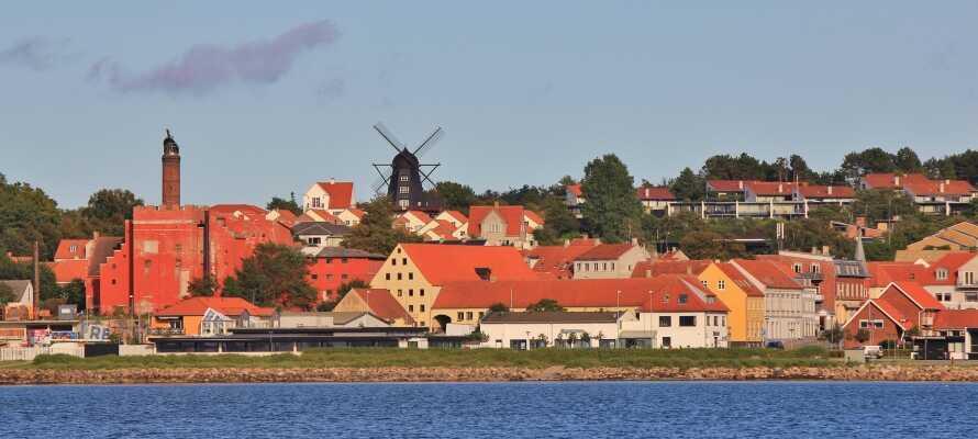 Erleben Sie Ebeltoft mit seinen alten traditionellen Häusern und natürlich den Hafen.
