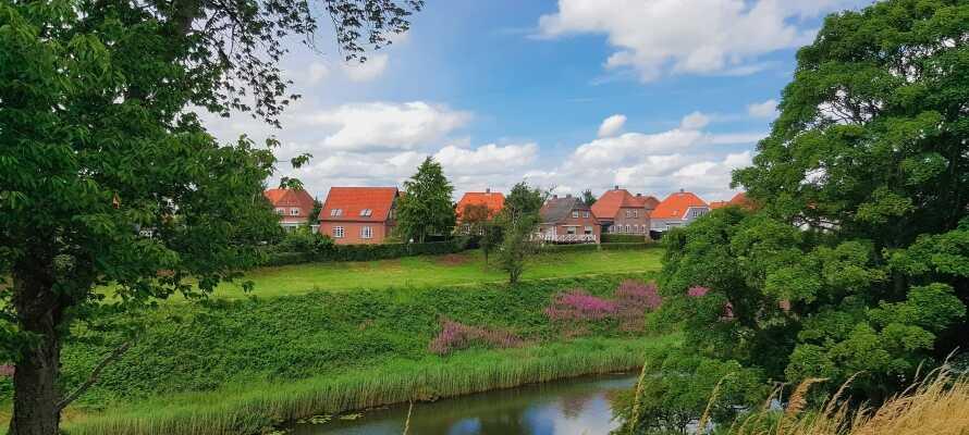Hier wohnen Sie in hellen und geräumigen Zimmern in ruhiger und landschaftlich wunderschöner Umgebung.