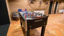 Spill et slag bordfotball på hotellet
