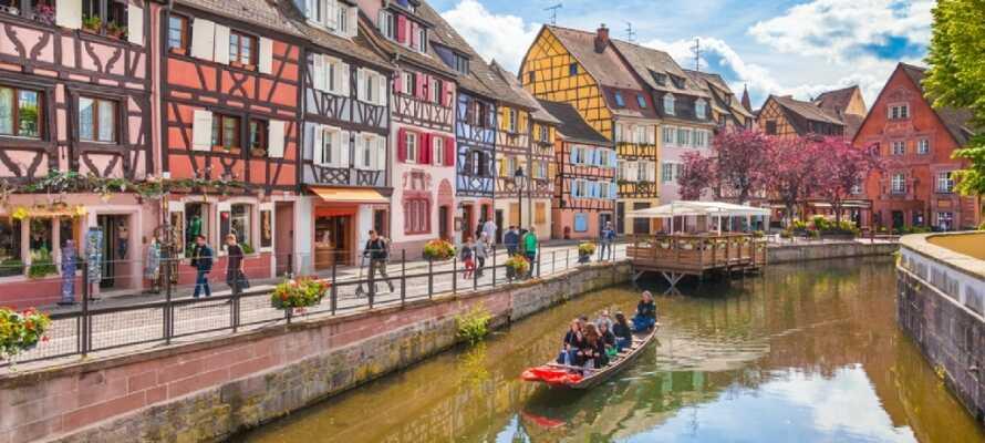 Colmar är känt som Alsaces vinhuvudstad och bjuder dessutom på fina timmerhus längs floden som flyter genom staden.
