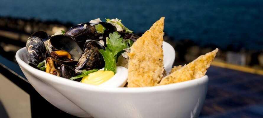 Nyd en god frokost i byen og spis middag på hotellet eller på Restaurant Grand Brygge