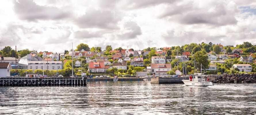 Åsgårdstrand har vært et populært ferie- og badested siden 1880-årene. I badeparken er det et yrende liv hele sommeren,