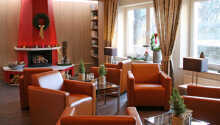 Det moderne indrettede hotel lægger op til hygge og afslapning i loungen