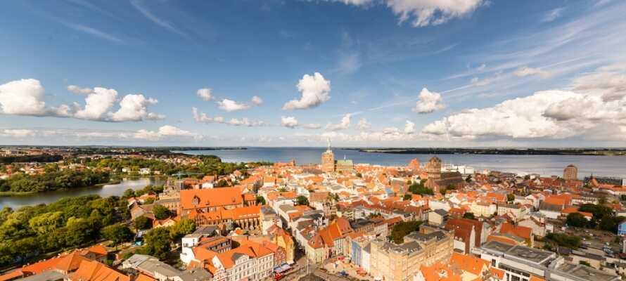 Die Stralsunder Altstadt stammt aus dem Mittelalter und steht heute auf der UNESCO-Liste des Weltkulturerbes.
