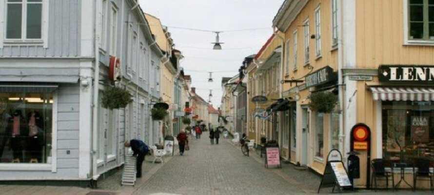 Promenera i gulliga Eksjö och upplev de mysiga små gatorna och butikerna.