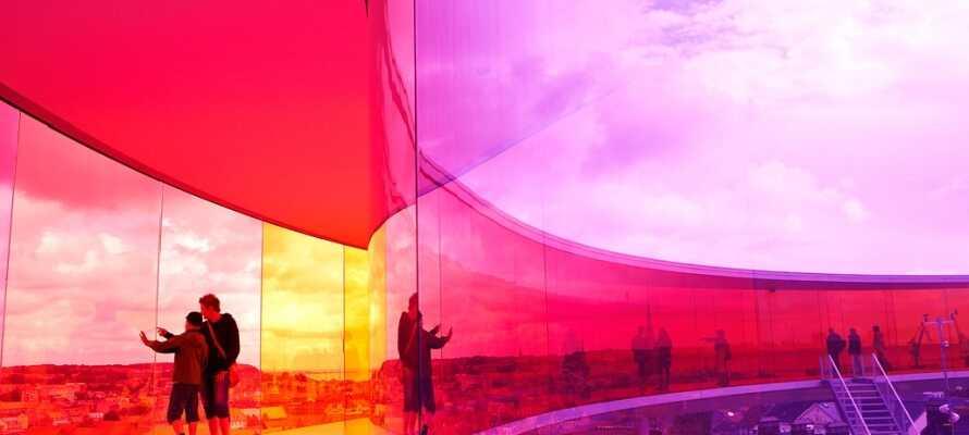ARoS kunstmuseum er en kulturel oplevelse, som I ikke må gå glip af.