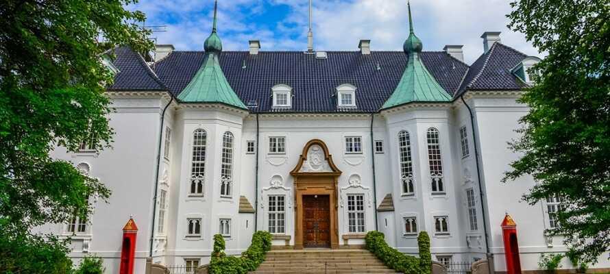 Upplev den kungliga stämningen vid Marselisborg slott samt den vackra naturen, som omger byggnaden