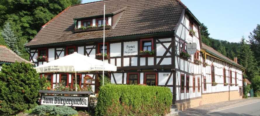 Det hyggelige Hotel zum Bürgergarten ligger centralt i den historiske by Stolberg omgivet af Harzens grønne skove.