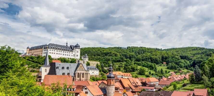 La dere fortrylle av den sjarmerende byen Stolberg i naturrike Harzen med sjarm og middelalder-stil.