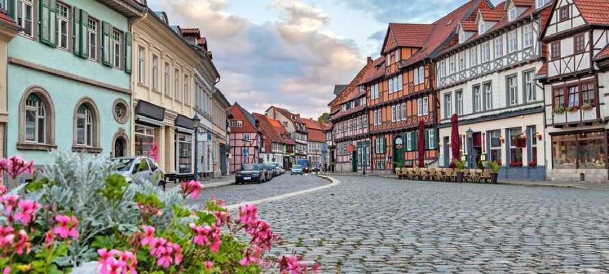 Quedlinburg er på UNESCO´s verdensarvsliste takket være sine velbevarede bindingsværkshuse, brostensgader i den gamle bydel.