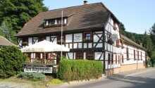 Das gemütliche Hotel zum Bürgergarten liegt zentral in der historischen Stadt Stolberg, umgeben von den grünen Wäldern des Harzes.