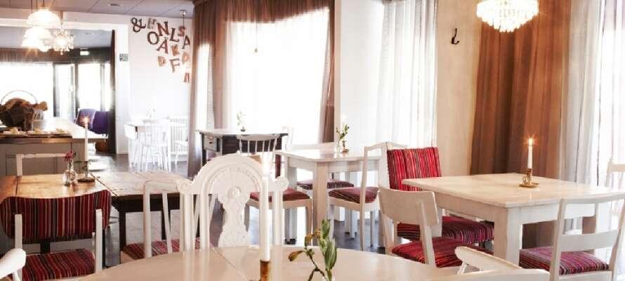 I hotellets egen Restaurant, Restaurant KAKel, serveres udsøgte retter i en rar og varm atmosfære.