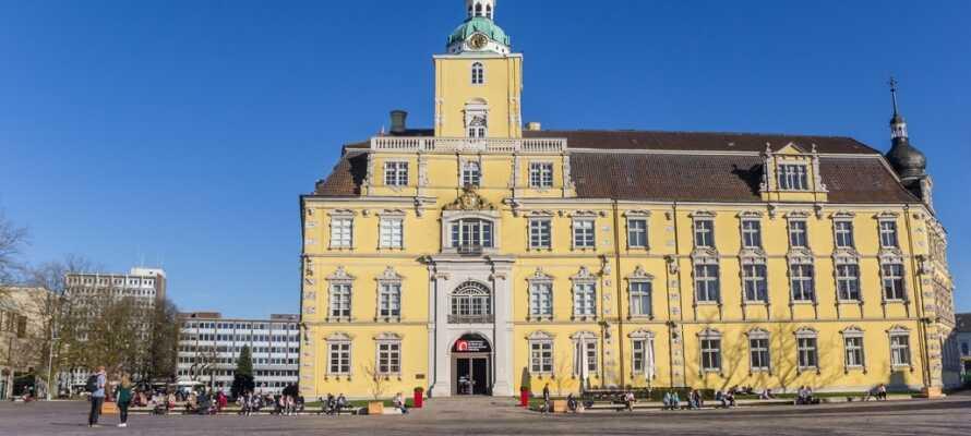Besuchen Sie die schöne Stadt Oldenburg, wo Sie eine Vielzahl schöner Gebäude finden.