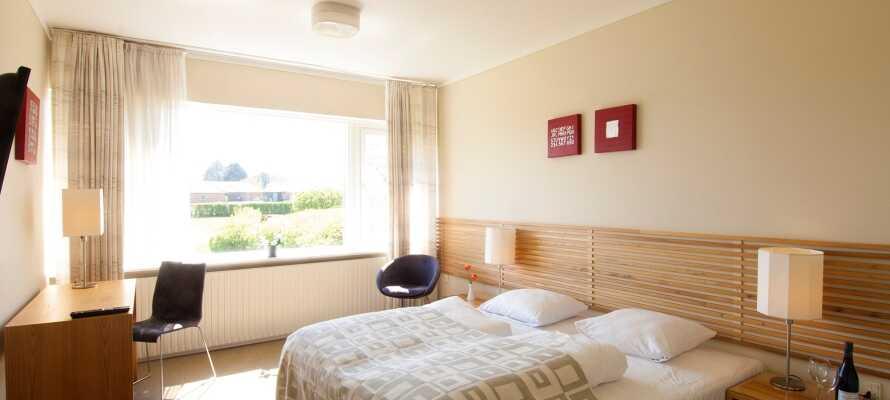 Nyd opholdet på et af hotellets flotte og rummelige dobbeltværelser, som giver jer rolige og komfortable rammer for opholdet.