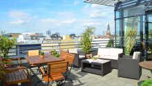 Nyd udsigten med en forfriskning på hotellets rooftop terrasse.
