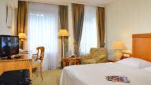 Hotellets værelser tilbyder komfortable og stilfulde rammer under opholdet.